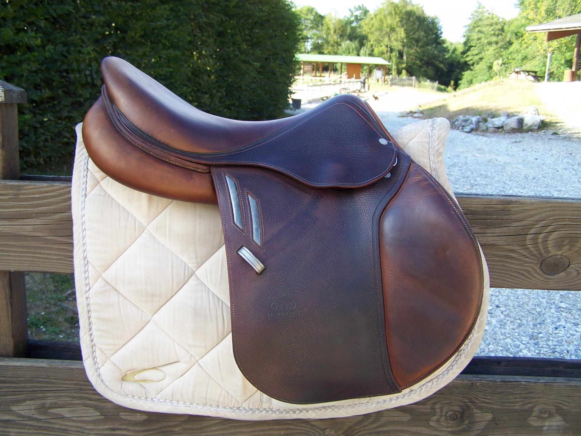 selles vendre ou louer avalaible saddle. Black Bedroom Furniture Sets. Home Design Ideas